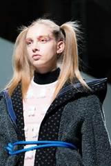 简单时尚又略带摇滚范的彩妆妆容
