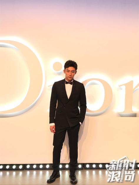 黄景瑜现身Dior迪奥未来新肌系列派对